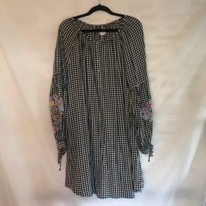 Checked dress with embroidered sleeves